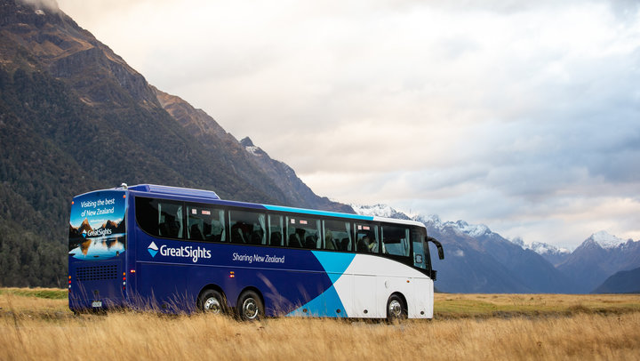 Why you should travel on a New Zealand coach tour