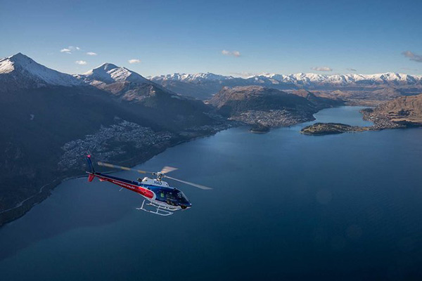 Scenic flight above Lake Wakatipu - Queenstown