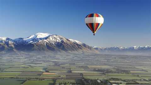 Hot air ballooning over Caterbury plains