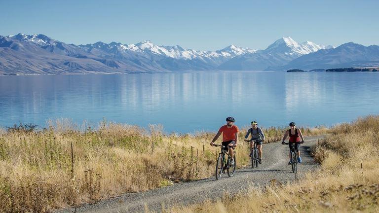 Cycling around Lake Pukaki